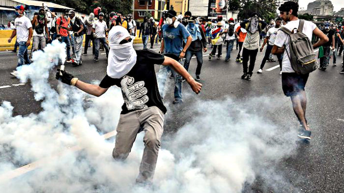 Tourists in Venezuela can be attacked by robbers.