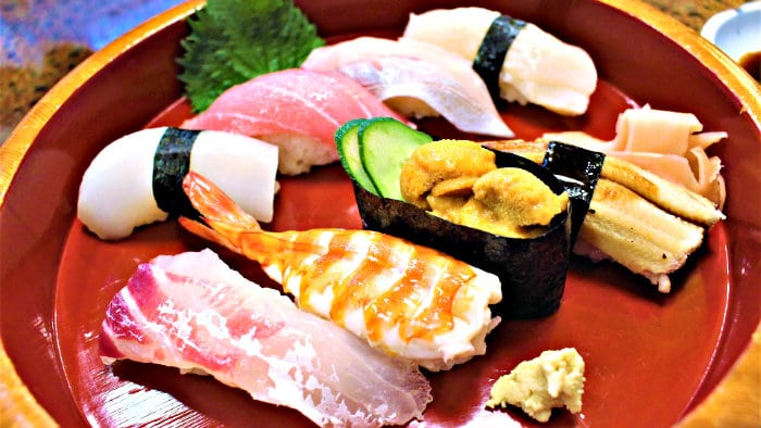 Seafood and rice are the main ingredients of sushi.