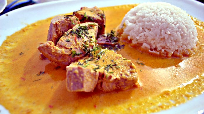 Rice absorbs the wonderful sauce of pescado encocado.